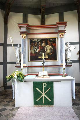 Altar der St.-Anna-Kirche in Niendorf